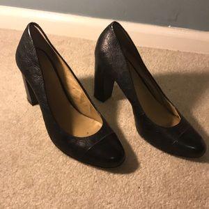 Black leather Anne Taylor heels